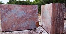 Blocs de marbre rouge